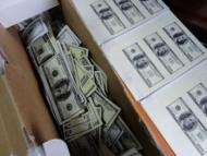 У российского депутата изъяли 100 кг долларов