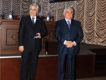 Джавид Гурбанов наказывает родственников Зии Мамедова за хищения