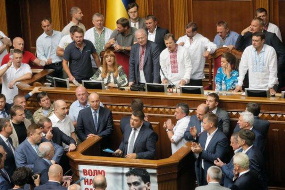 Порошенко: окончательное решение по децентрализации будет зависеть от выполнения РФ минских соглашений
