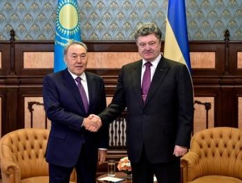 Почему Порошенко поехал к Назарбаеву?