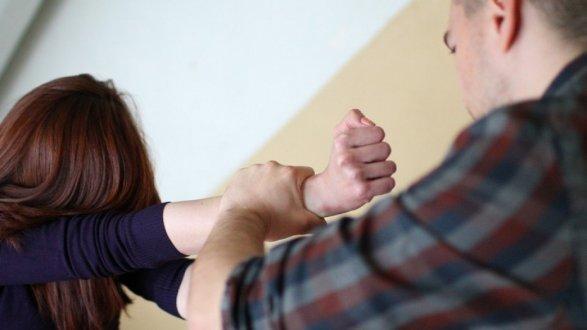сын насилует сваю мать: