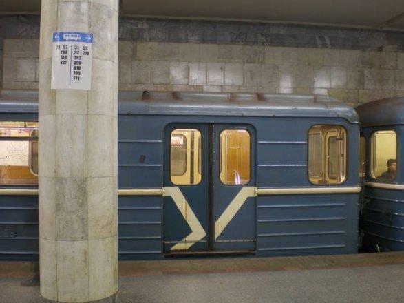 металлические двери в районе метро пражская