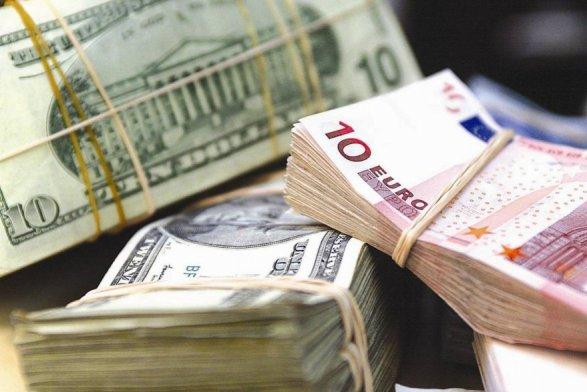 Манат укрепился кевро и упал вцене кдоллару