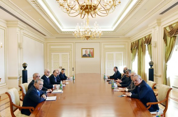 Ильхам Алиев призвал чиновников пересесть c Мерседесов на NazLifan
