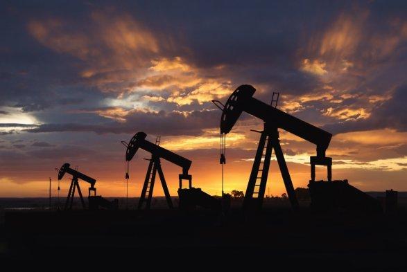 Цены нанефть снижаются после рекордного роста напрошлой неделе