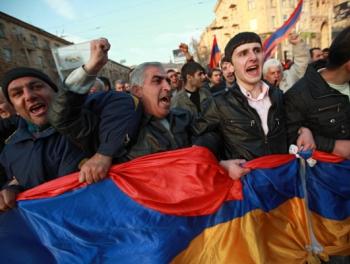 В Ереване протесты: «Саргсян сдает Карабах»