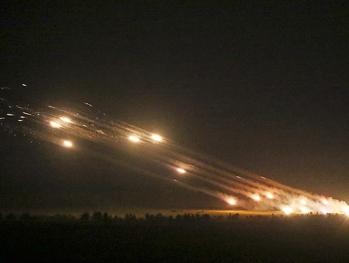 Армянские войска расстреливают азербайджанцев