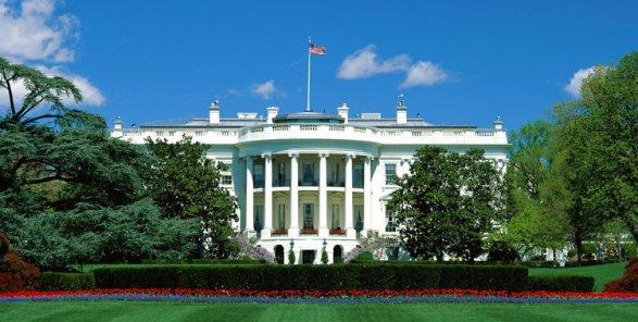 ВСША оцеплен Белый дом из-за стрельбы, убит мужчина
