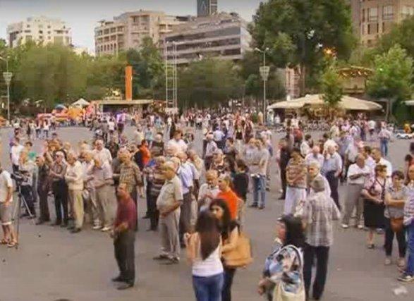 Вооруженная группа вЕреване отказывается сдаваться властям
