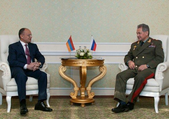 Руководителя оборонных ведомств Российской Федерации иАрмении обсудили вопросы безопасности вЗакавказье