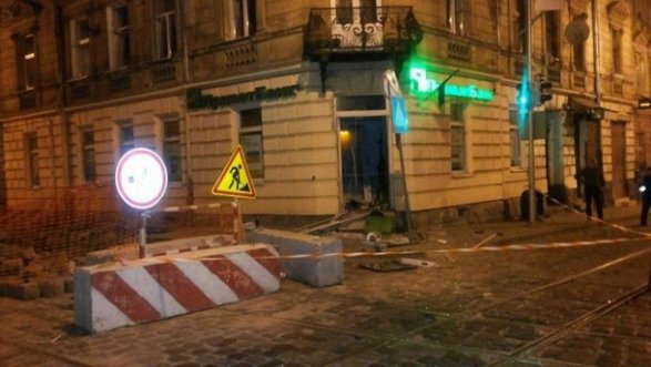 ВоЛьвове ночью неизвестные взорвали банкомат