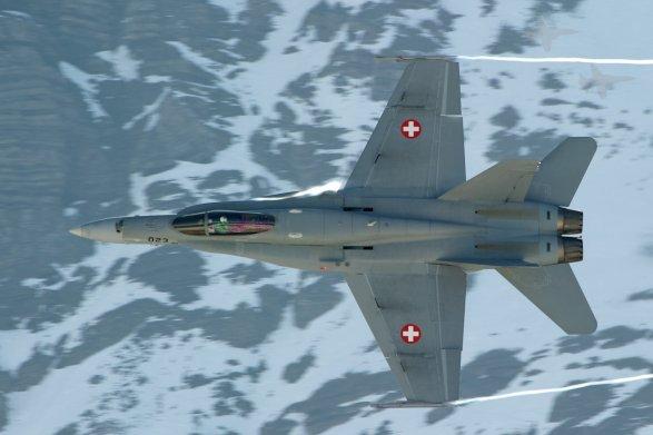 Истребитель ВВС Швейцарии пропал над Альпами