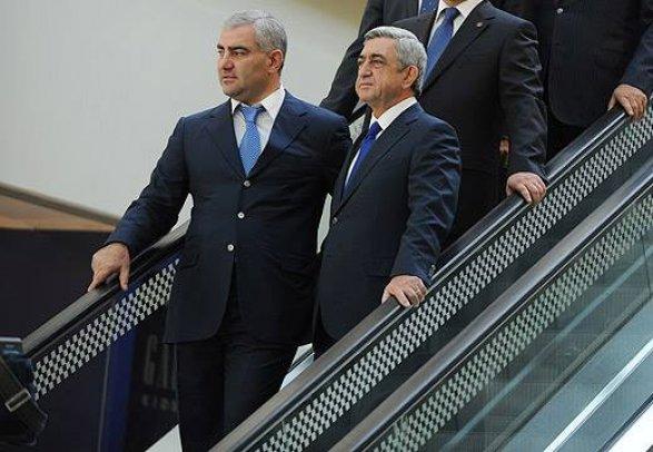 Премьер Армении уходит вотставку