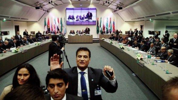 ОАЭ приняли решение поддержать соглашение понефти