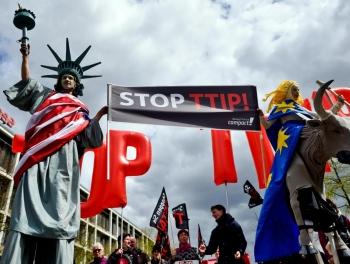 США подкладывают мину и под мировую торговлю