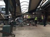 В США поезд врезался в станцию 100 пострадавших