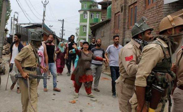 Боевики напали навоенную часть насевере Индии