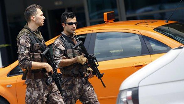 ВТурции при подрыве автомобиля погибли восемь военнослужащих