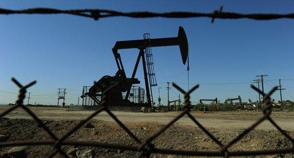 Встолице Англии иНью-Йорке нефть слабо растет вцене
