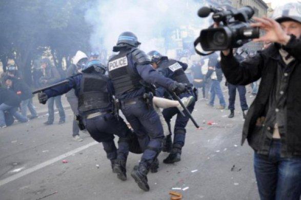 Французские полицейские вышли наакцию протеста