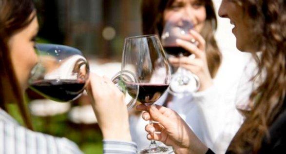 Женщины стали пить почти наравных смужчинами