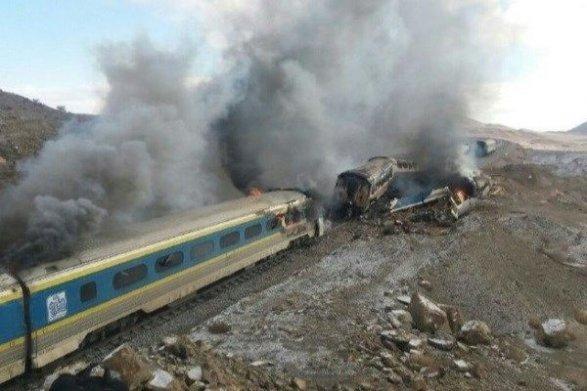 Неменее 30 иранцев погибли при столкновении поездов