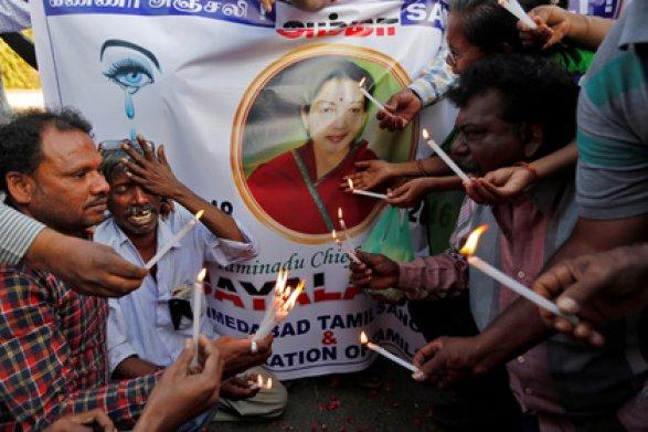 ВИндии 470 человек скончались, скорбя поумершему министру штата