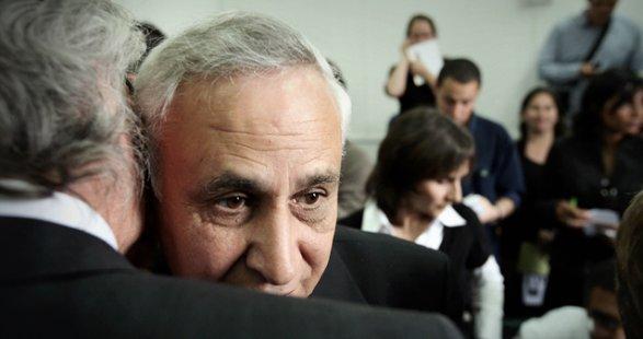 Прежний президент Израиля Моше Кацав покинул пределы тюрьмы