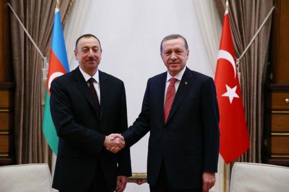 Ильхам Алиев подарил квартиры спортсменам