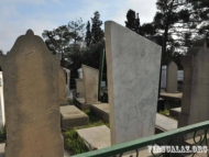 В Баку похищают надгробные плиты