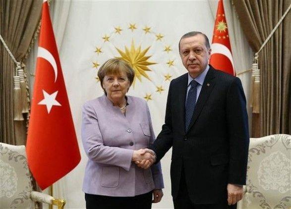 Впервый раз после попытки перелома Меркель встретится сЭрдоганом