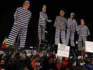 Сотни тысяч требуют отставки правительства