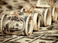 Азербайджанцы изымают свои доллары из банков