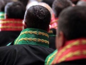 В Турции сотни судей и прокуроров отстранили от работы