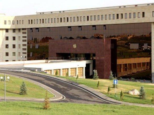 Нетрезвый шофёр протаранил ворота Минобороны Армении