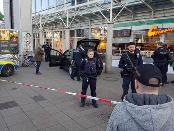 В Германии вооруженный водитель совершил наезд на пешеходов