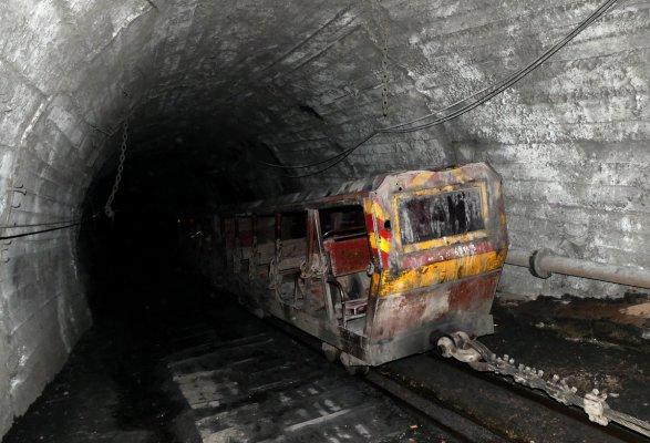 Порошенко поручил Кабмину провести проверку всех угольных шахт