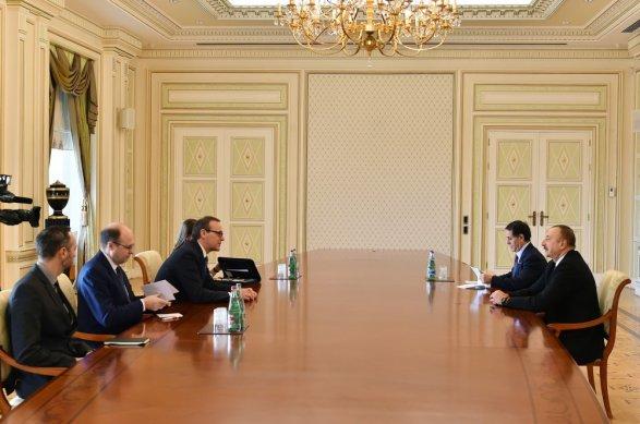 Президент Азербайджана принял замминистра иностранных дел Англии  (версия 2)