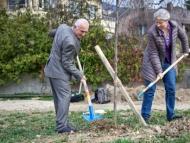 Сбежавший советник Фархада Алиева торгует зеленью