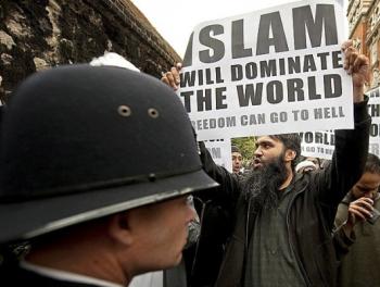 Присвоившие право на террор