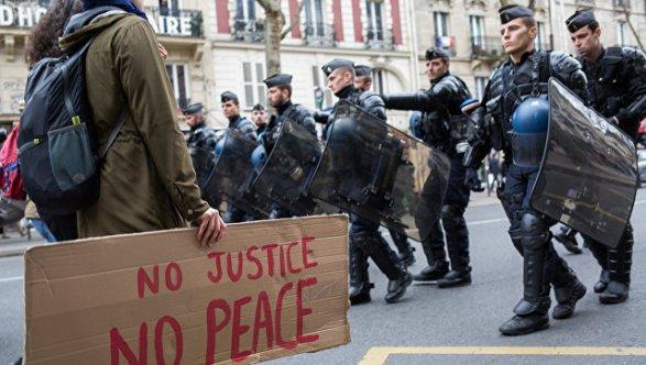 Встолице франции задержали десятки протестующих