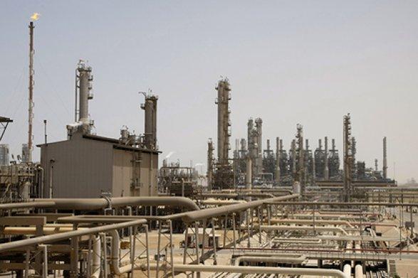 Нефть дешевеет на противоречивых данных США и Саудовской Аравии