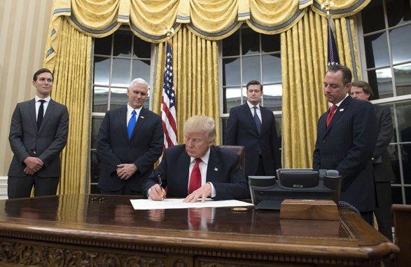 Трамп предложит снизить налог наприбыль компаний до15%