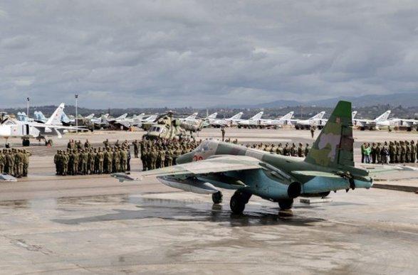 РФ вдвое сократила число самолетов насирийской базе Хмеймим