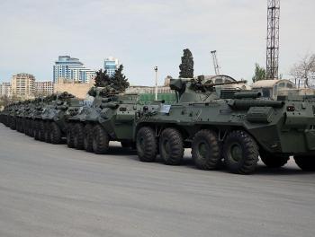 В Баку прибыла крупная партия российского вооружения фото