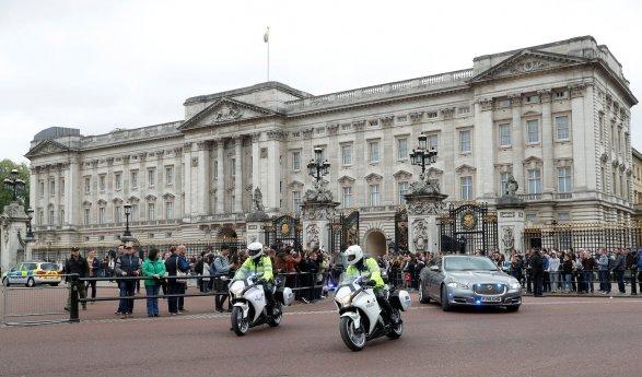 Муж королевы Великобритании отойдет отдел