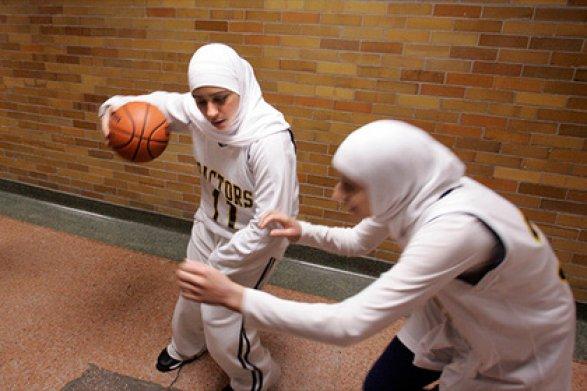 FIBA позволила баскетболисткам выходить наматчи вхиджабах