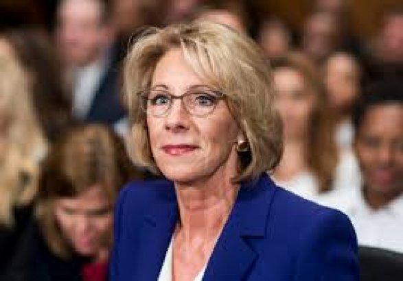 Студенты освистали министра образования США