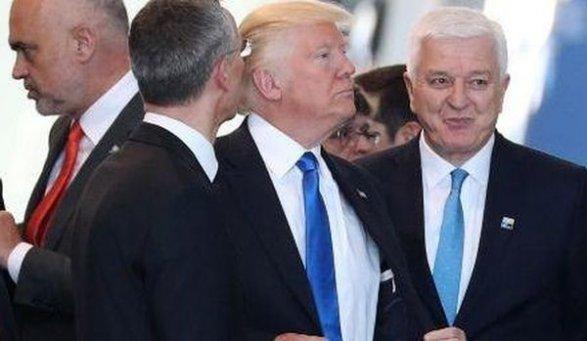 Трамп толкнул премьера Черногории Марковича. однако тот необиделся