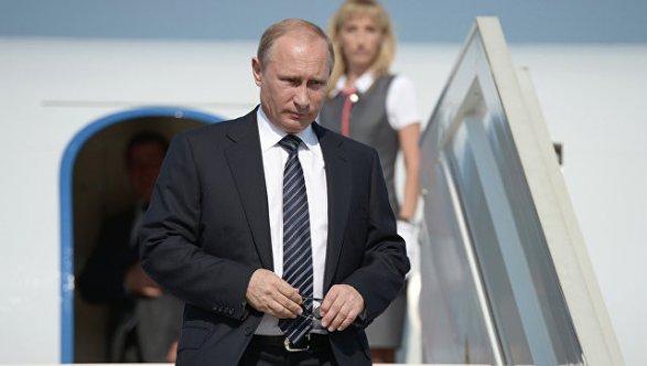 Встреча Макрона и В. Путина была жесткой иискренней